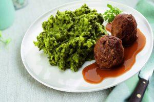 Bord met boerenkool en gehaktballen