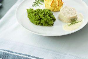 Bord met koolvis brocoli