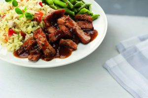 bord met rijsttafel