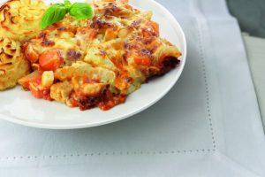 Bord met groenteschotel